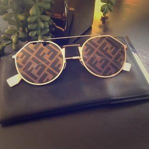 Fendi Gold Sunglasses 🕶